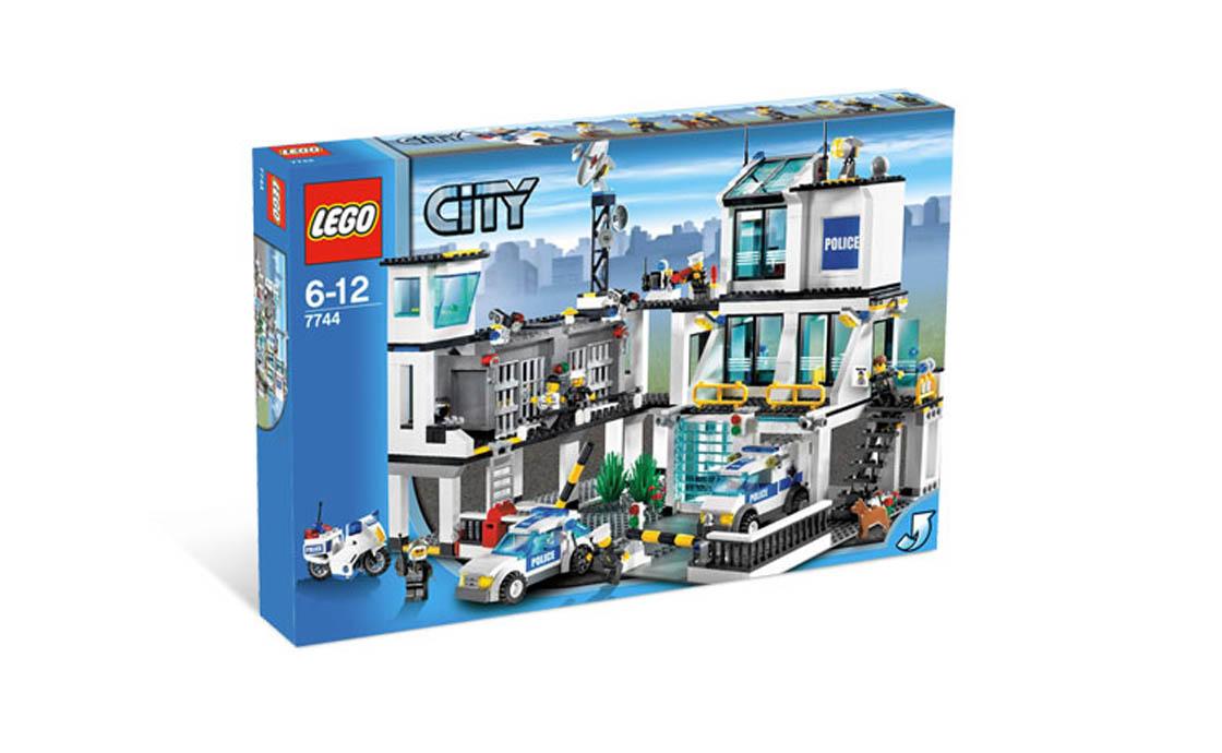 LEGO City Полицейский участок (7744)